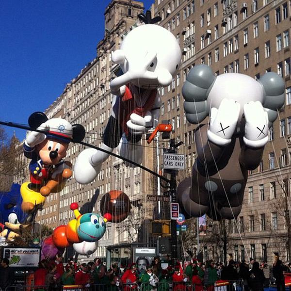 kaws-companion-balloon-macys-parade.jpg