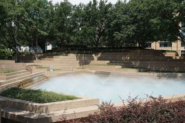 fort_worth_water_gardens_june_2016_5_-aerated_pool-.jpg