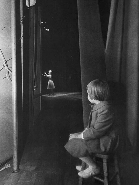 Carrie Fisher watching her Mom perform