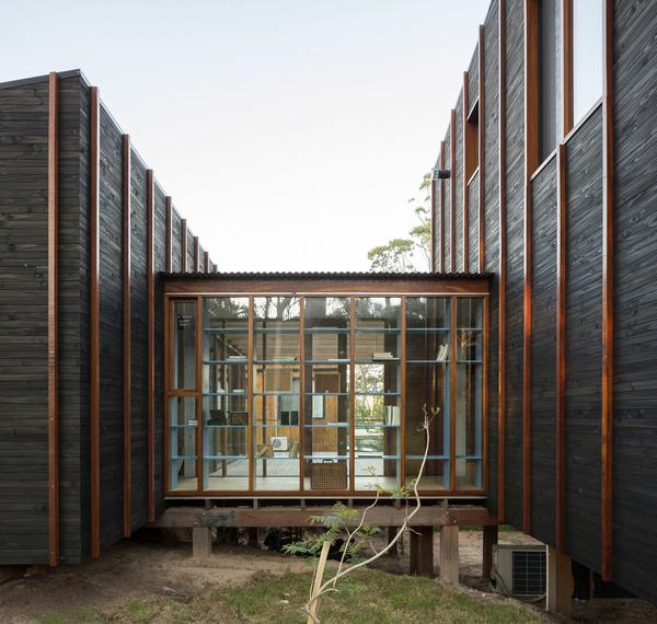 house-la-juanita-fram-arquitectos-delfina-riverti-uruguay_dezeen_2364_col_13.jpg