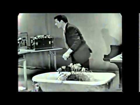 """John Cage """"Water walk"""""""