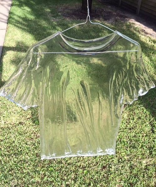 ☀️ 🌡️ 💦 Refresh with American artist Chris Bakay's futuristic, translucent t-shirt sculpture. ⠀ ⠀ 📷: His 'Retired Jersey's' ...