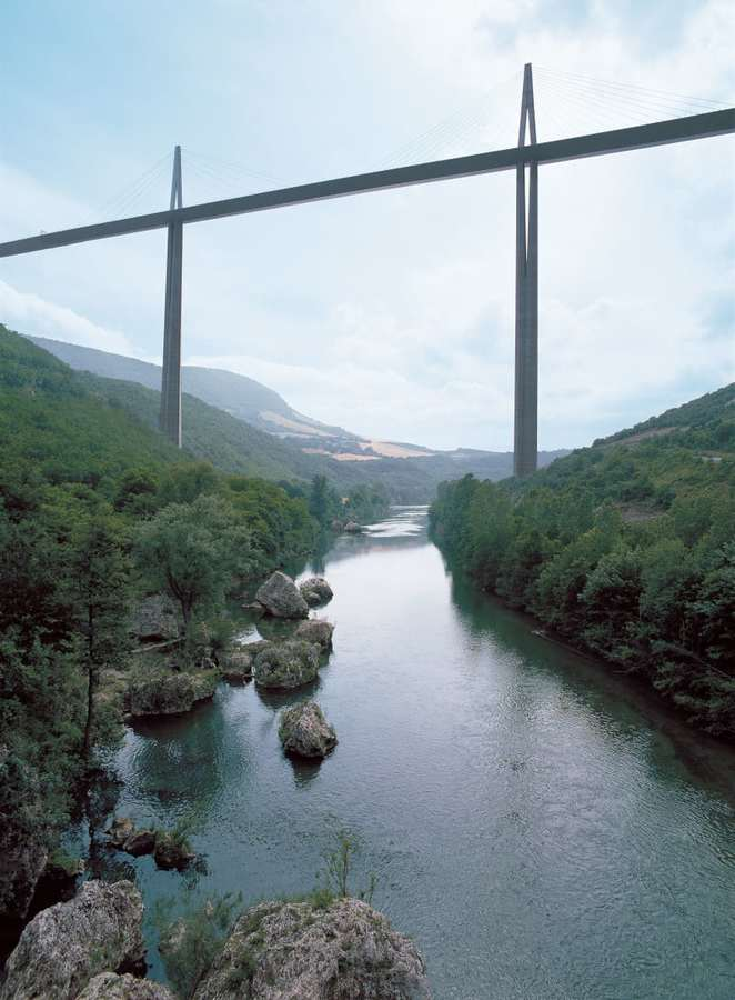 foster-partners-nigel-young-millau-viaduct.jpg