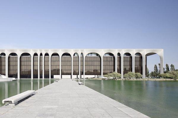 ignant-architecture-oscar-niemeyer-mondadori-hq-001-1440x960.jpg