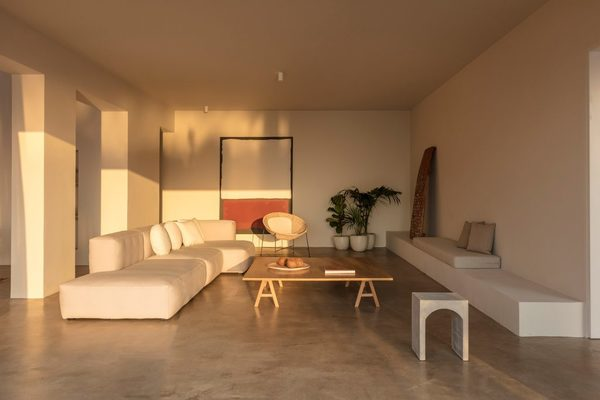 summer-villa-santorini-hotel-interiors-kapsimalis-architects-greece_dezeen_2364_col_36-1024x683.jpg