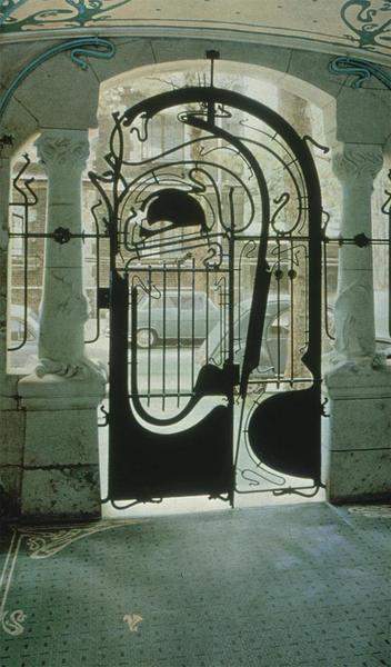 Le portail d'entrée du Castel Béranger par Hector Guimard, Paris