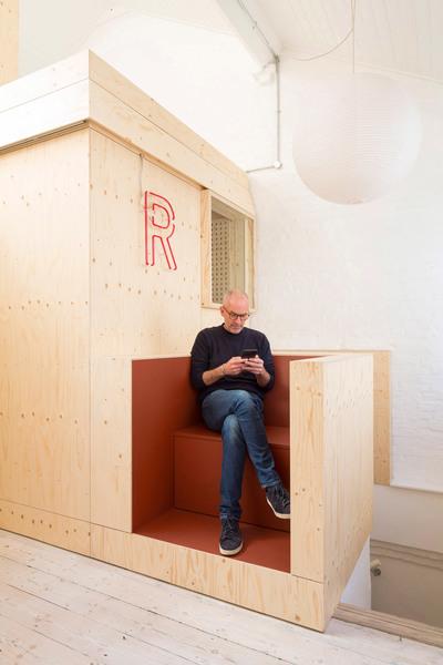 studio-represent-wood-office-alder-brisco_dezeen_2364_col_17.jpg