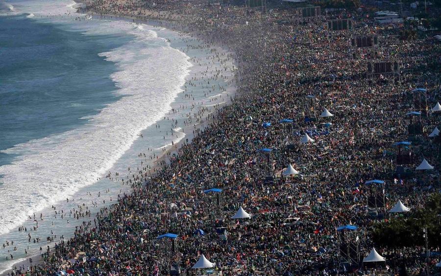 Busy-Beach-in-Rio-De-Janeiro.jpg