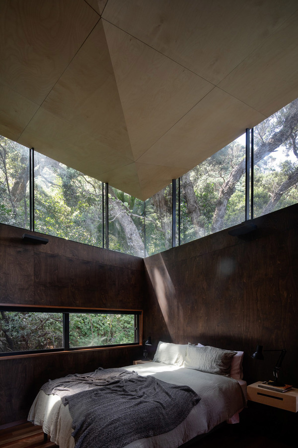 kawakawa-house-herbst-architects-piha-new-zealand_dezeen_1704_col_9.jpg