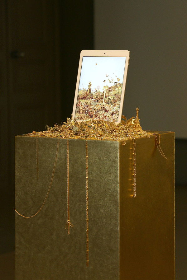 gold-and-glitter-5.jpg