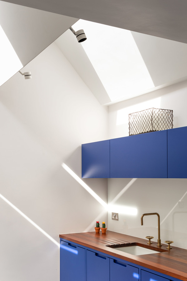 albion-terrace-outpost-house-extension-zigzag-architecture_dezeen_2364_col_6.jpg
