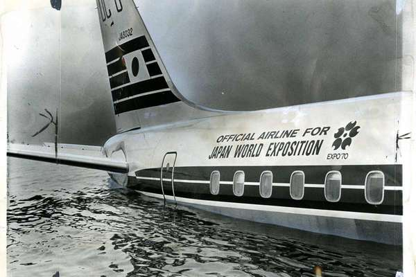 japanairlines-bay-crash.jpg