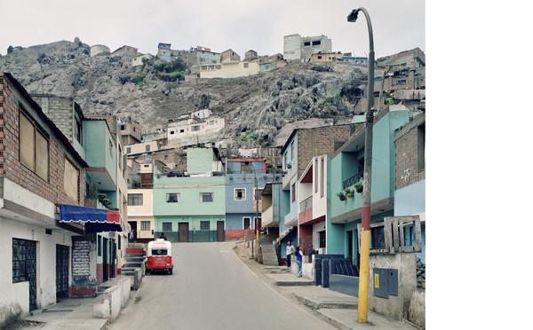 Thomas Struth, Pasaje de 27 Setiembre, Lima, 2003 (detail). Inkjet print, 72 x 84 cm. © Thomas Struth.