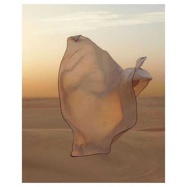 Tb to this moment at sunset in the Dubai desert and this flying hermes foulard 🌬@pascalmonfort @signorperetto @hermes