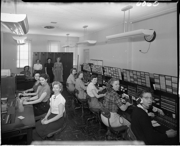 edison-telephone-exchange-with-8-operators-and-a-supervisor-doug-white-1952.jpg