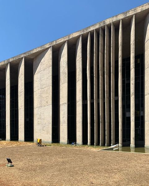 The changing sizes and angles of the west facade. Palace of Justice, Niemeyer 1962 #latergram