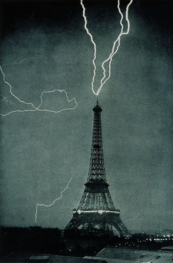 800px-lightning_striking_the_eiffel_tower_-_noaa.jpg