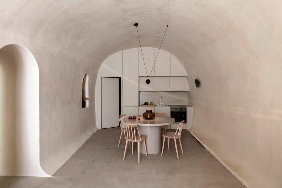 two-holiday-residences-fira-kapsimalis-architects-santorini-greece_dezeen_2364_col_11-1704x1136.jpg