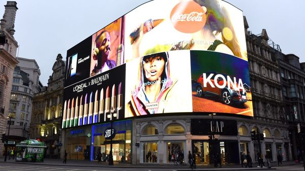 Piccadilly Circus billboard uses recognition technology to deliver adverts
