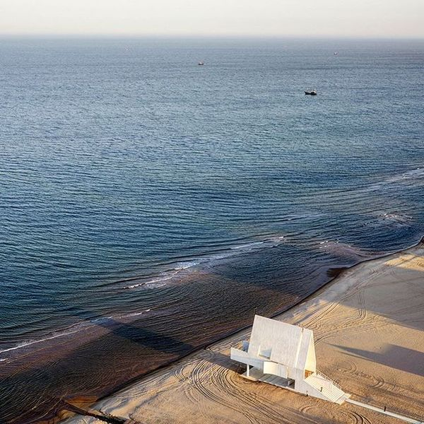 Seashore Chapel #vectorarchitects photo by Shi Zheng/ Aogvision