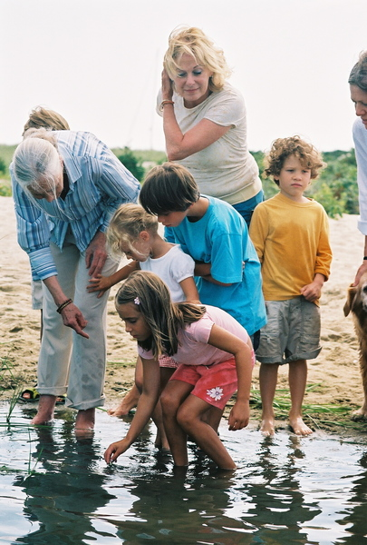 jane_goodall_sharing_the_magical_wonders_of_water_and_wetlands_with_children_on_martha-s_vineyard.jpg