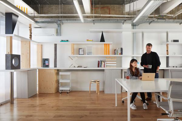an-office-of-stacked-things-sam-jacob-studio-interiors-london_dezeen_2364_col_4.jpg