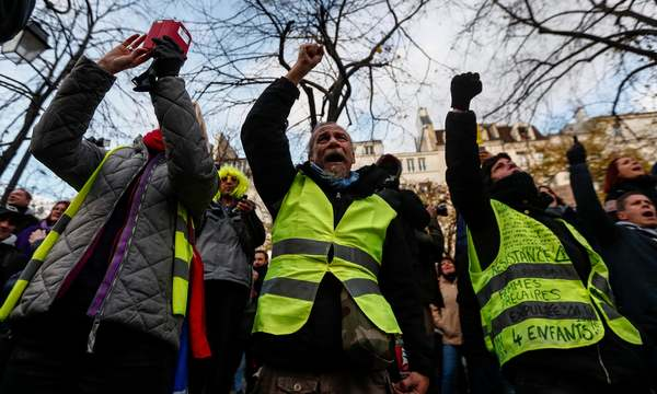 Gilets jaunes mark anniversary of first protest