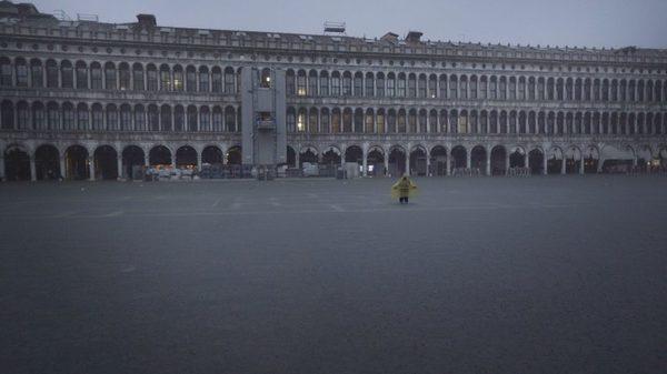 venice-floods-beka-lemoine_dezeen_2364_col_5-852x479.jpg