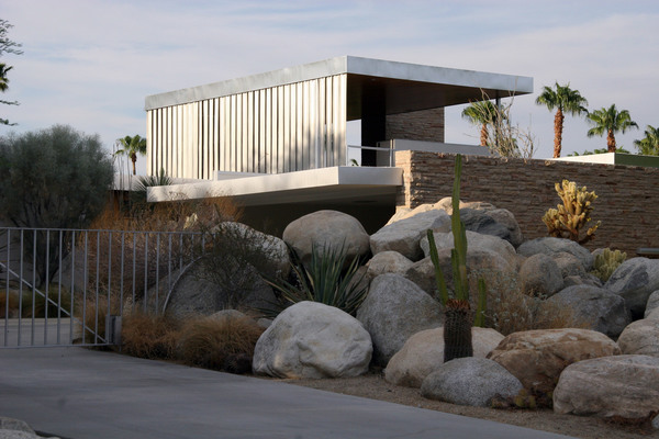 kaufmann-house-richard-neutra-architecture-palm-springs-california-modernism_dezeen_2364_joe-vare-flickr-col_0.jpg