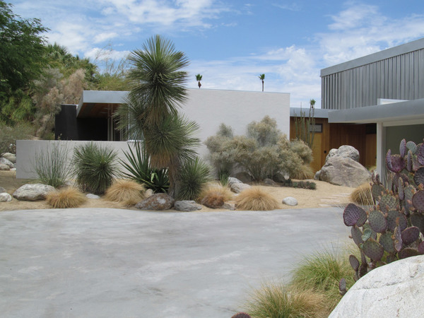 kaufmann-house-richard-neutra-architecture-palm-springs-california-modernism_dezeen_2364_rocor-flickr-col_9.jpg