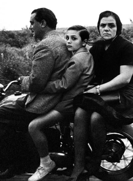 The-Holy-family-on-bike-Roma-1956.-William-Klein-Courtesy-HackelBury-Fine-Art-London..jpg