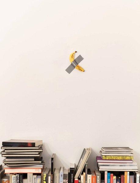 maurizio-cattelan-banana-comedia-gallerie-perrotin-art-basel-miami-2019-designboom-001.jpg