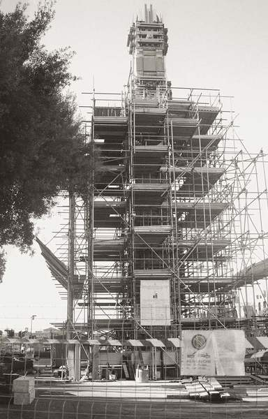 Aksum obelisk being disassembled, November 8, 2003