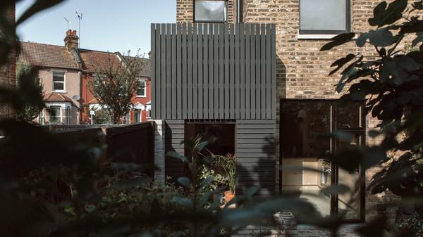 house-for-four-residential-extension-harry-thomson-studioshaw-london-england-uk_dezeen_2364_hero_b.jpg