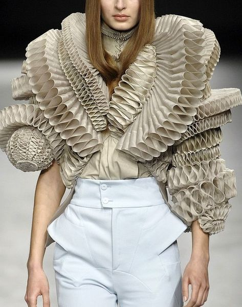 givenchy-haute-couture-s:s-2008.jpg