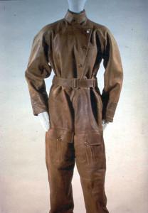 11-flight-suit-worn-by-amelia-earhart-in-the-1930s-208x300.jpg
