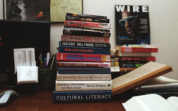 madteo-books.jpg