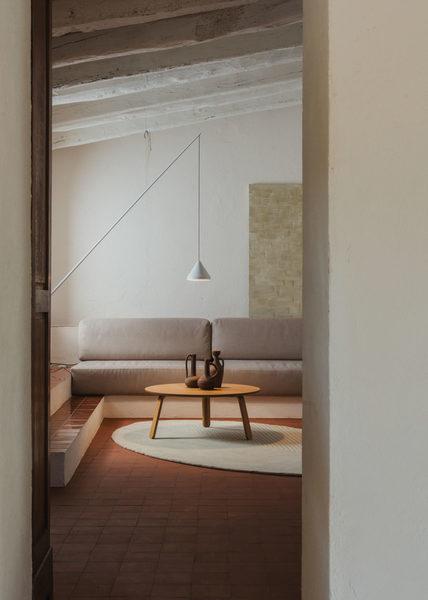salva-lopez-commissioned-vibia-lighting-lamps-barcelona-clase-20-1371x1920.jpg