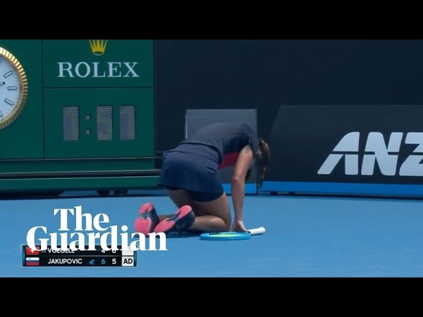 Smoke plays havoc as Australian Open qualifier suffers coughing fit