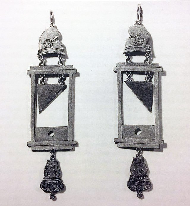 guillotine earrings, c. 1790