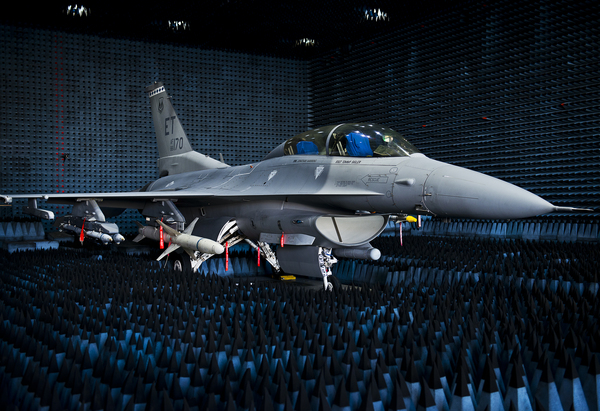 40th_Flight_Test_Squadron_F-16_Fighting_Falcon_sits_in_the_anechoic_chamber.jpg