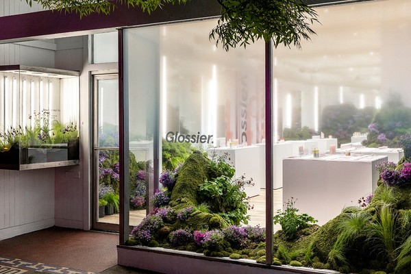 glossier-seattle-pop-up-shop-emily-weiss-beauty-skincare-makeup-7.jpg?q=90-w=1400-cbr=1-fit=max