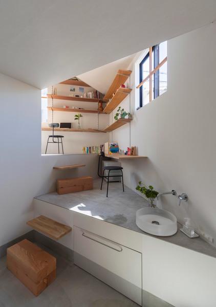 house-in-takatsuki-functional-cave-tato-architects_dezeen_2364_col_3.jpg