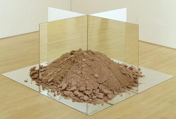 Robert Smithson - Nonsite (Essen Soil and Mirrors)