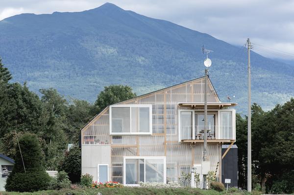 The Deformed Roof House of Furano_Yoshichika Takagi + Associates