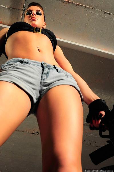 Sexy-Dangerous-Girl-Hot-Body-iPhone-Wallpaper.JPG