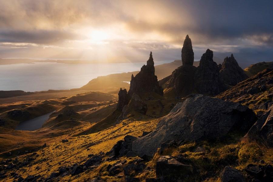 sunrise-old-man-of-storr-isle-of-skye-scotland-conde-nast-traveller-9sept14-alamy_.jpg