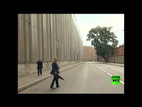 Video Putin walks alone in St Petersburg after attending the funeral of Judo coach zidan zoz