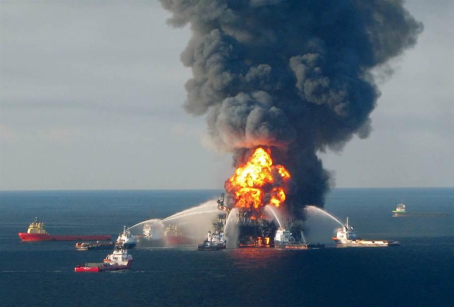 150702-bp-oil-spill-fire-1050a_a46817dee072a1d91e3600ac1e225bee.nbcnews-ux-2880-1000.jpg