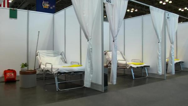 See inside 1,000-bed field hospital in New York